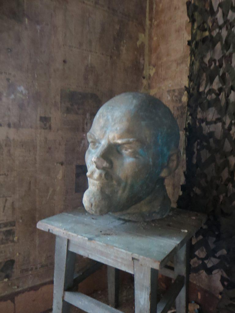 Von den sowjetischen Truppen zurückgelassene Leninbüste