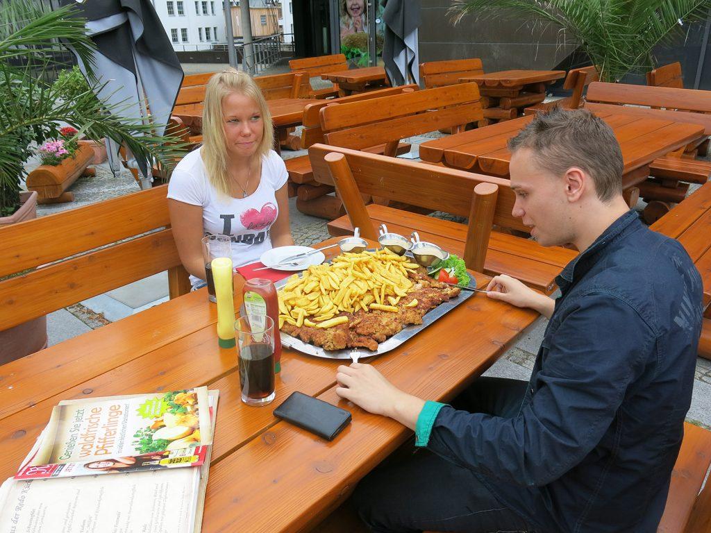 Das XXL-Restaurant beim Tempelhofer Hafen