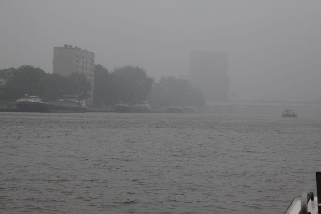 Schlechtwetter auf dem Amsterdam-Rhein-Kanal