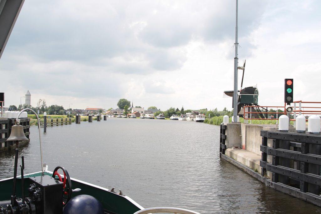 Liegeplätze südlich der Hebebrücke von Meerkerk