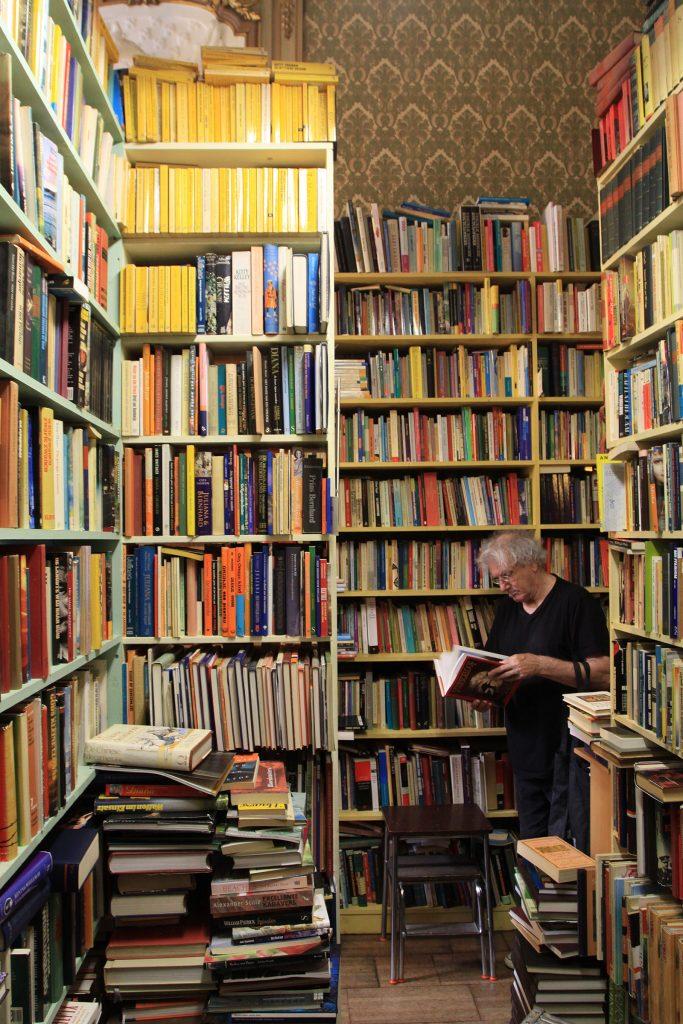 Das Paradies der Bücherwürmer – Buchabteilung des Antiquariates «Pandora»