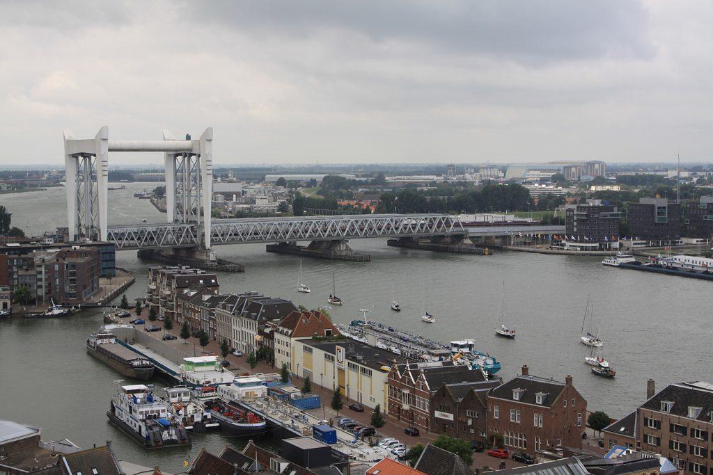 Eisenbahn- und Strassenbrücke über die Oude Maas