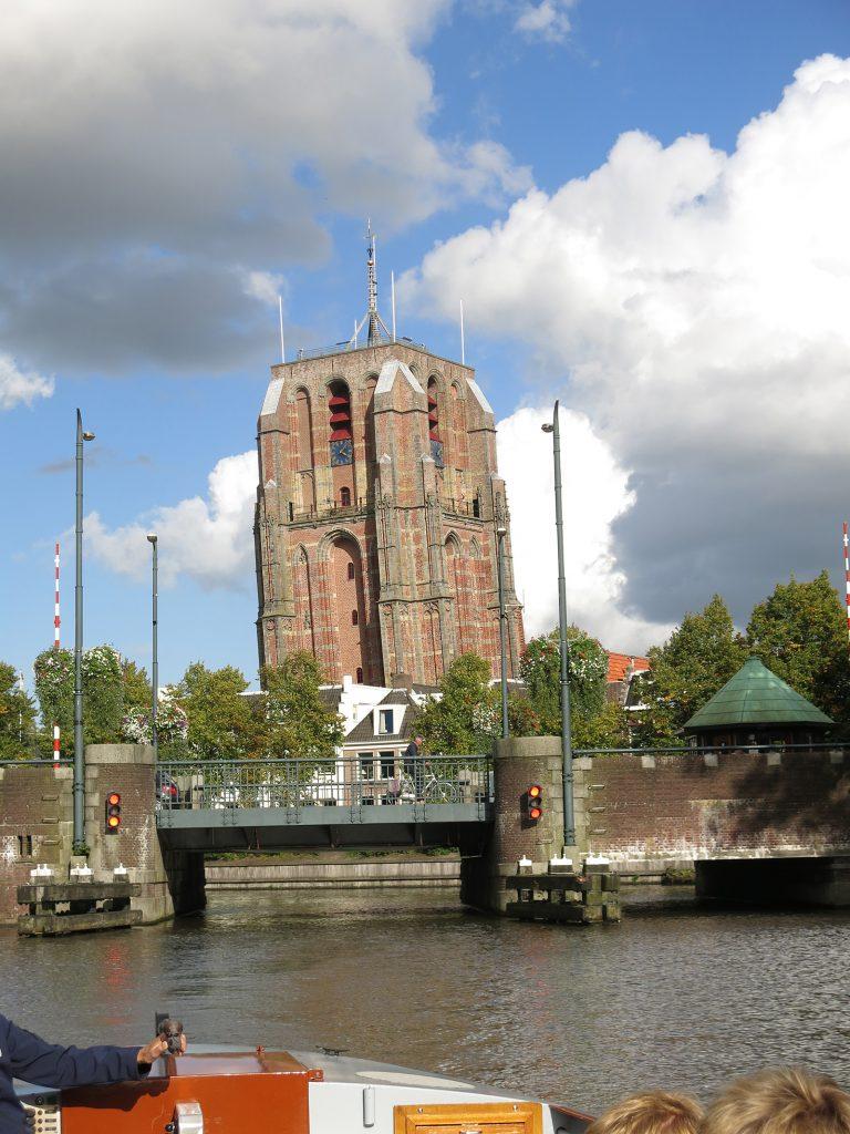 Der schiefe und krumme Turm von Leeuwarden