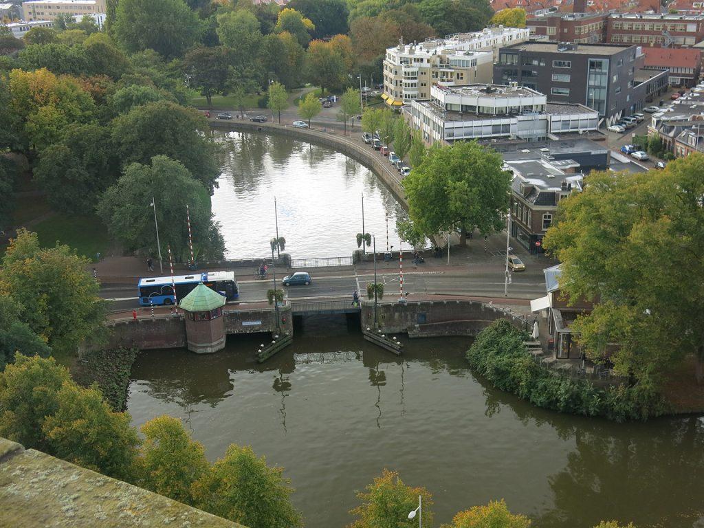 Aussicht vom Turm auf die Vrouwenpoortbrücke