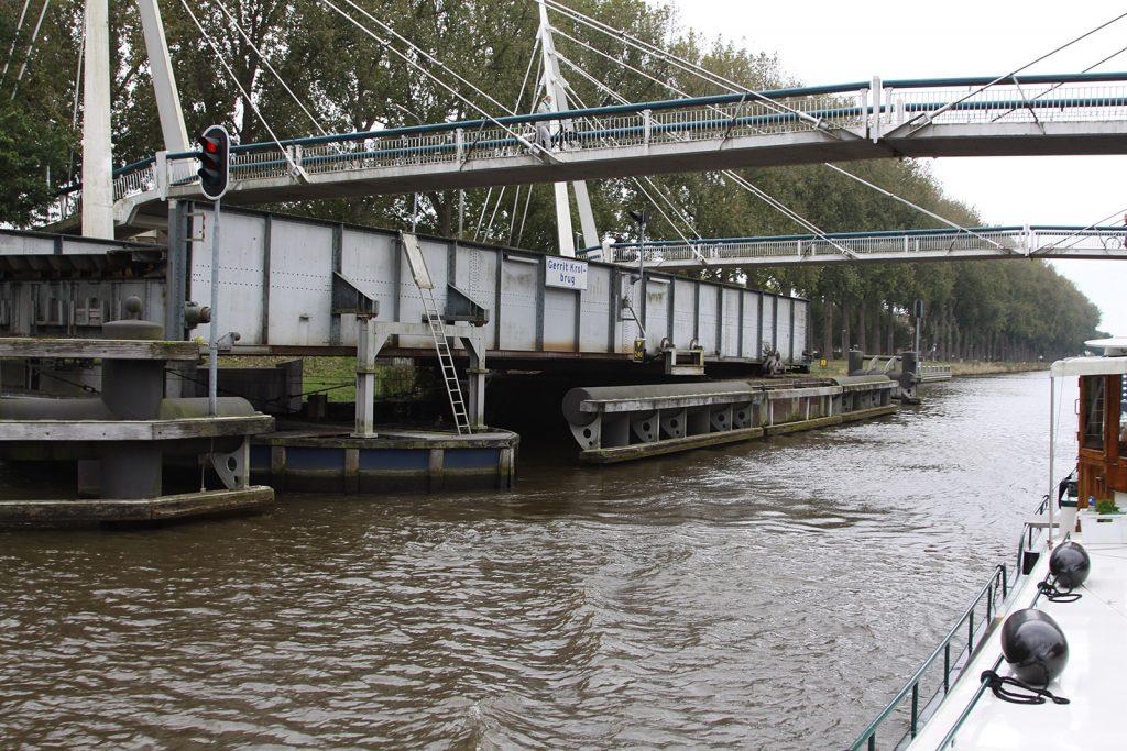 Eine Drehbrücke mit Drehteller und Schwimmer