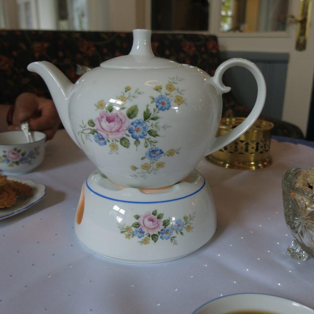 Teekrug und Stövchen