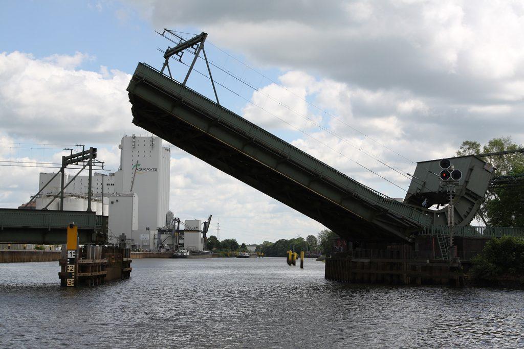 Die Eisenbahnklappbrücke Drielake