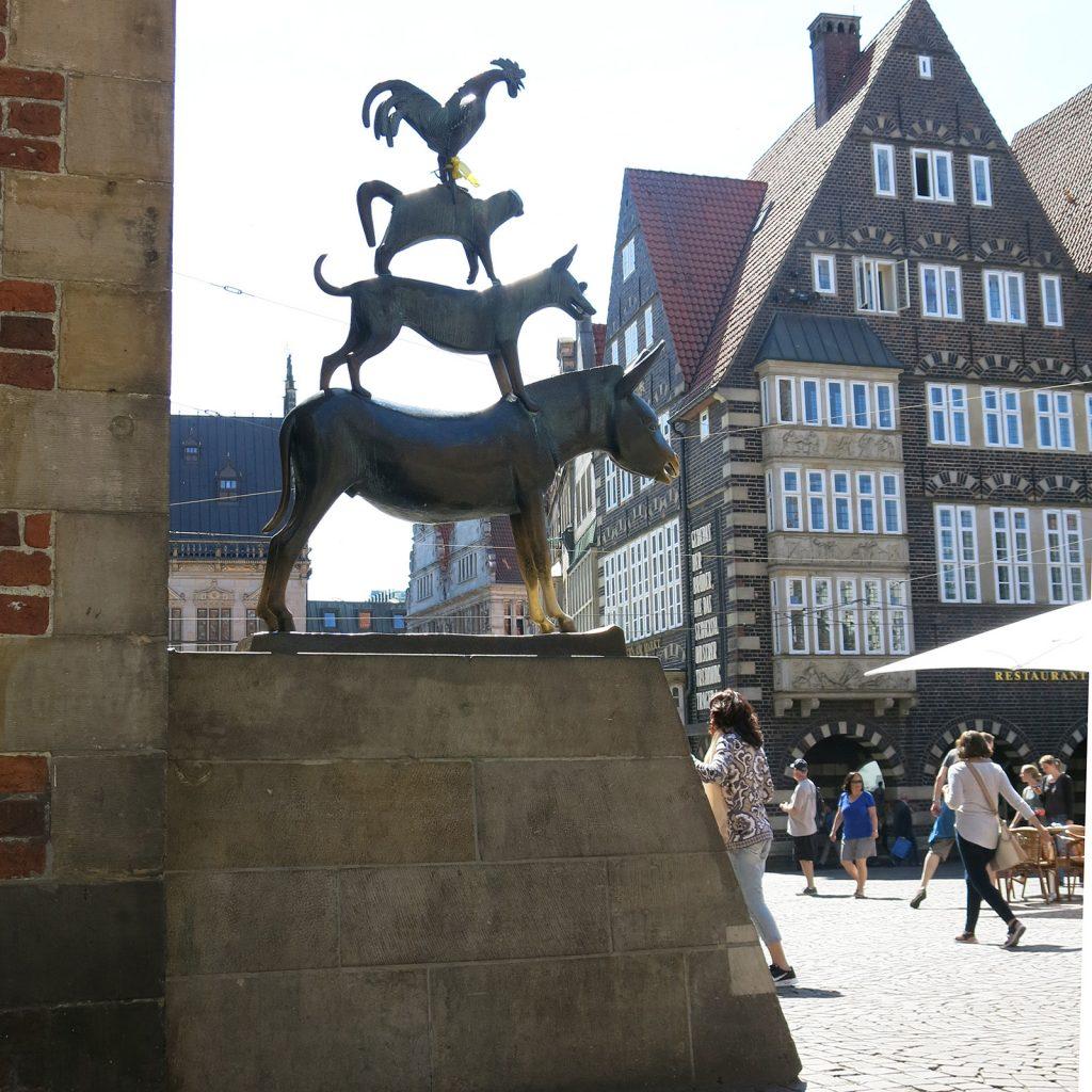 Die Bremer Stadtmusikanten auf dem Marktplatz