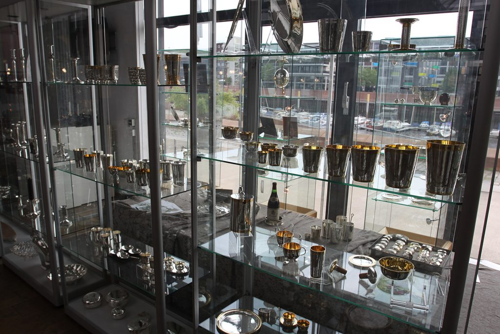 Vitrine in der Silbermanufaktur von Koch & Bergfeld