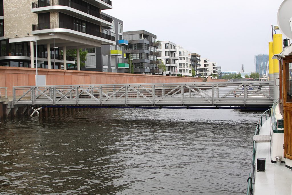Die Gangway zum Steg bei Hochwasser