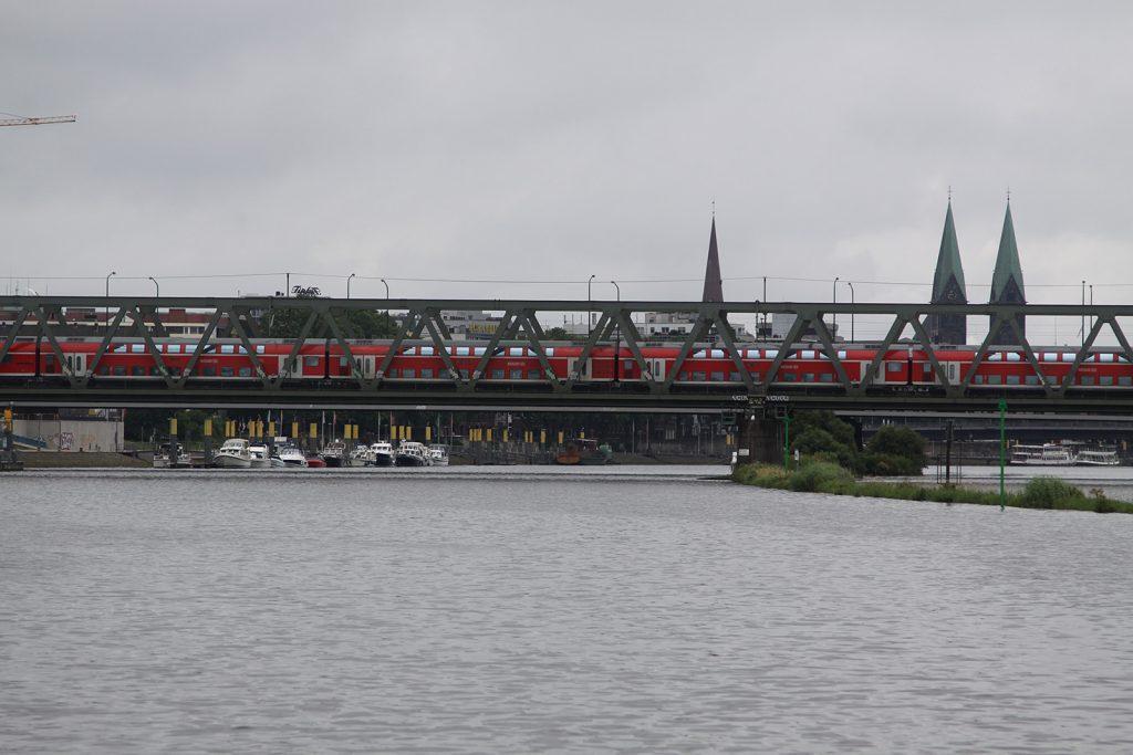Die Eisenbahnbrücke in Bremen