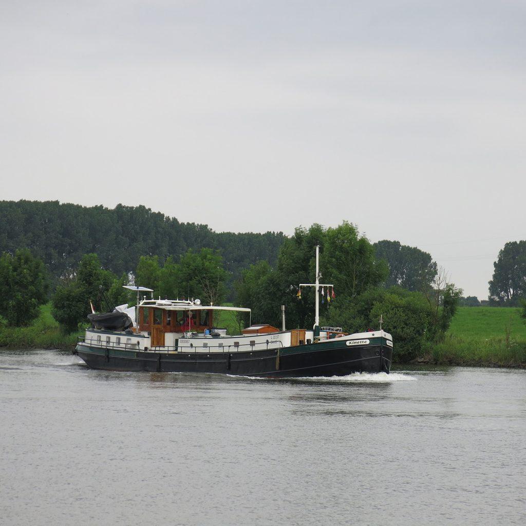 Auf der Weser zu Berg (Foto: Corina Metschke)