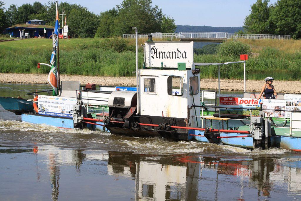 Fussgänger- und Radfahrerfähre über die Weser und ihr Fährmann