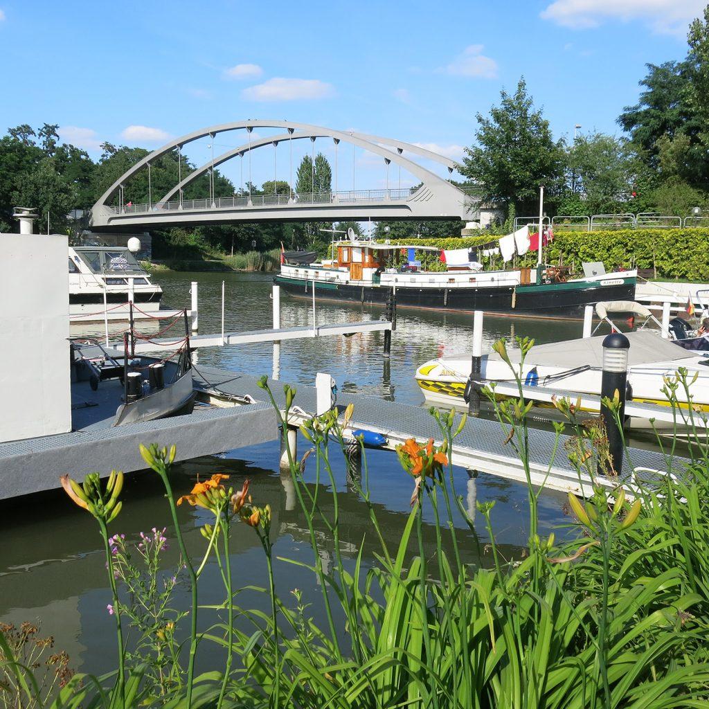 Im Yachthafen Hannover