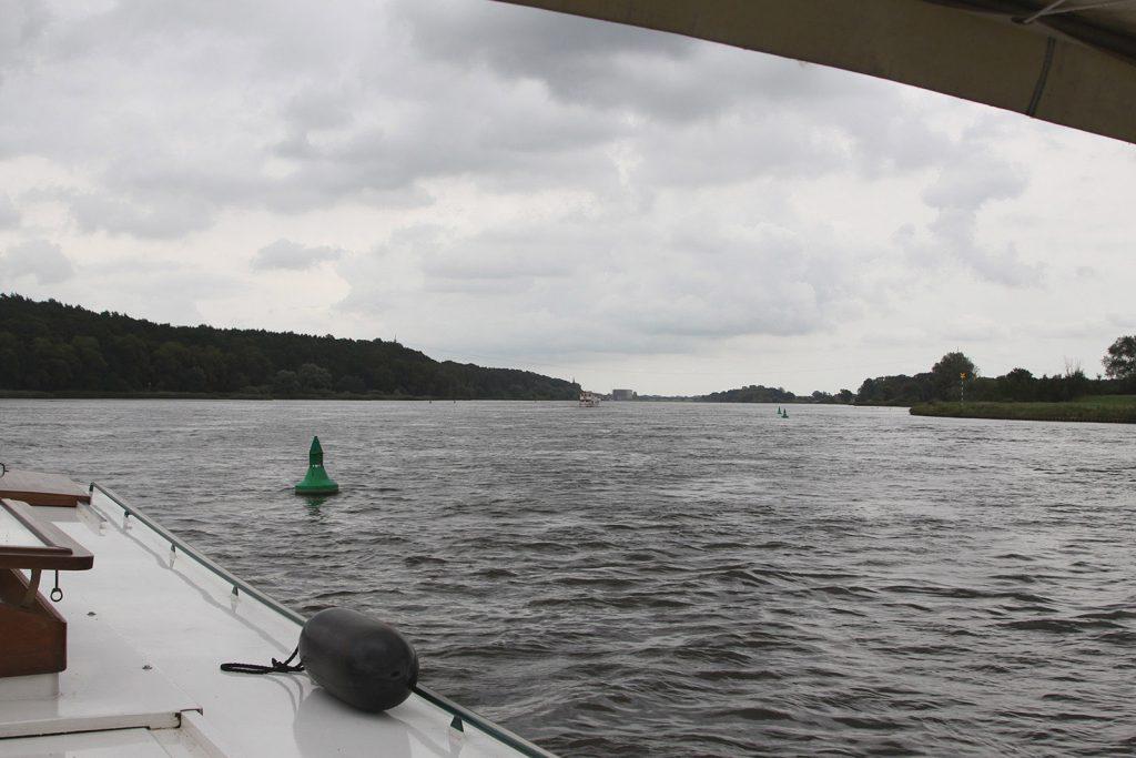 Auf der Elbe stromaufwärts nach Lauenburg
