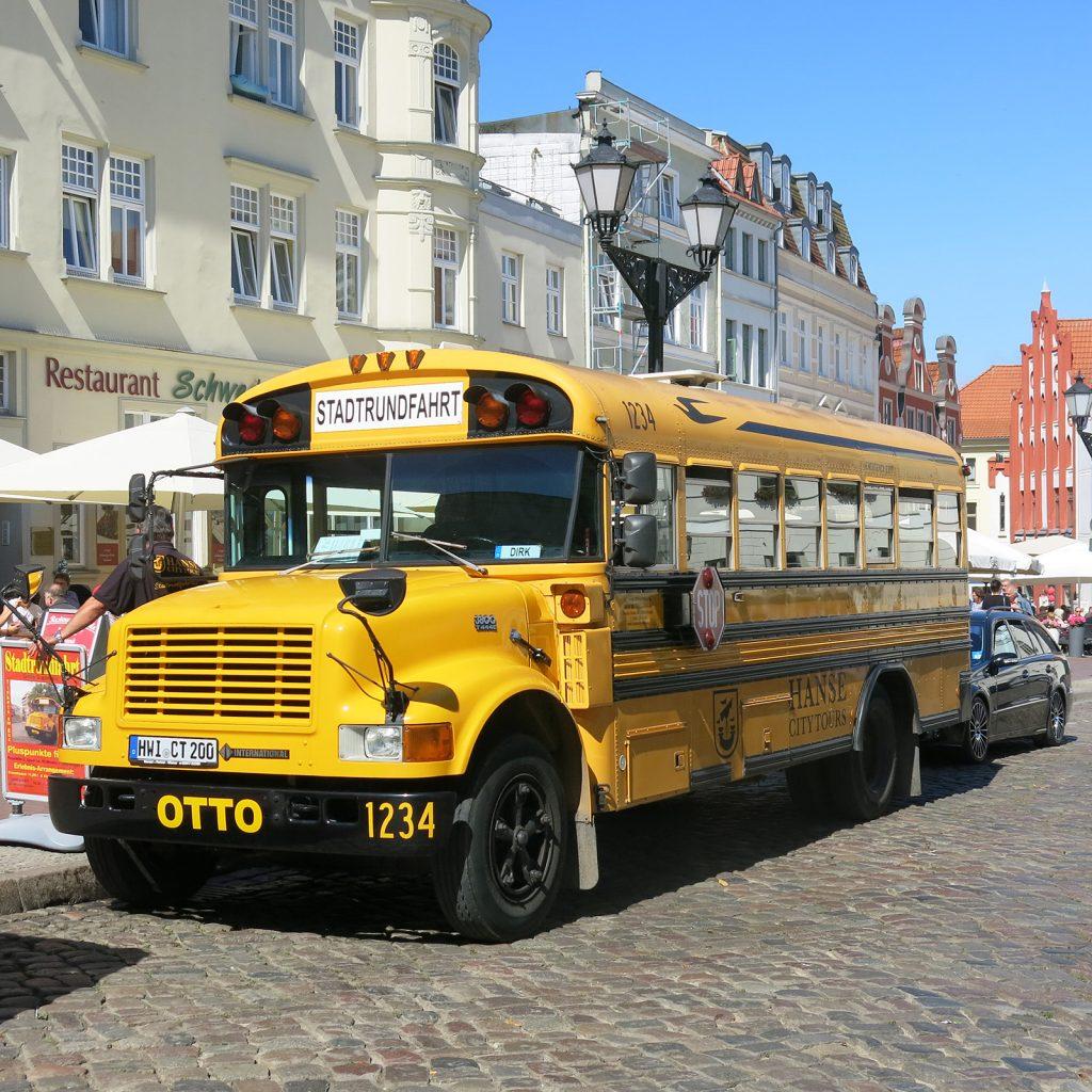 Stadtrundfahrt mit einem ehemaligen US-Schulbus