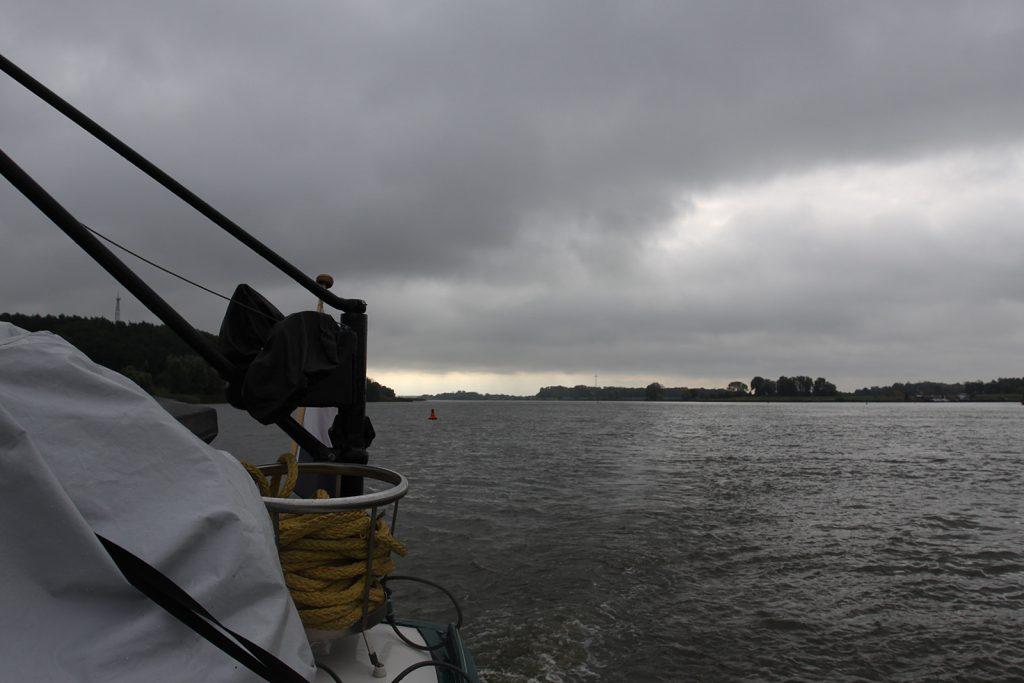 Gewitterfront über der Elbe