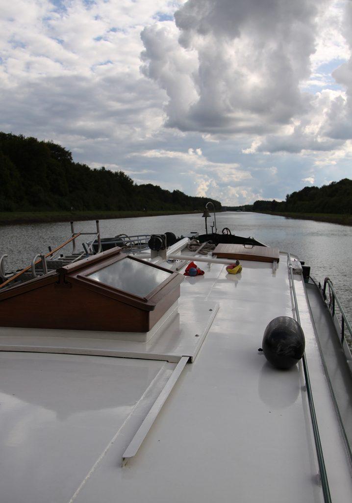 Wolken über dem Elbe-Seitenkanal