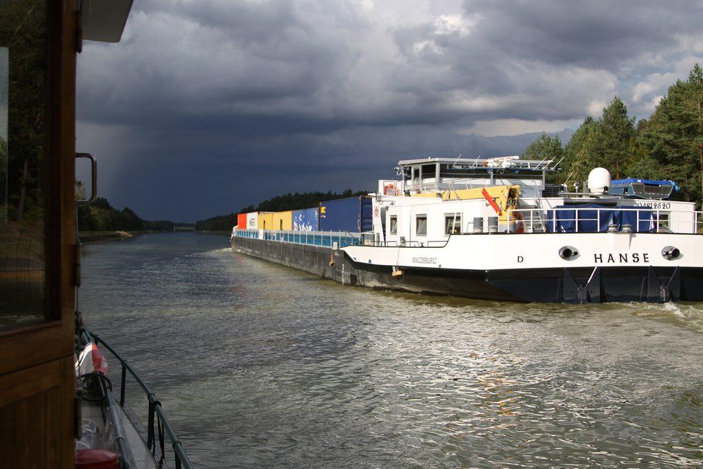 Das Containerschiff «HANSE» fährt dem Gewitter entgegen