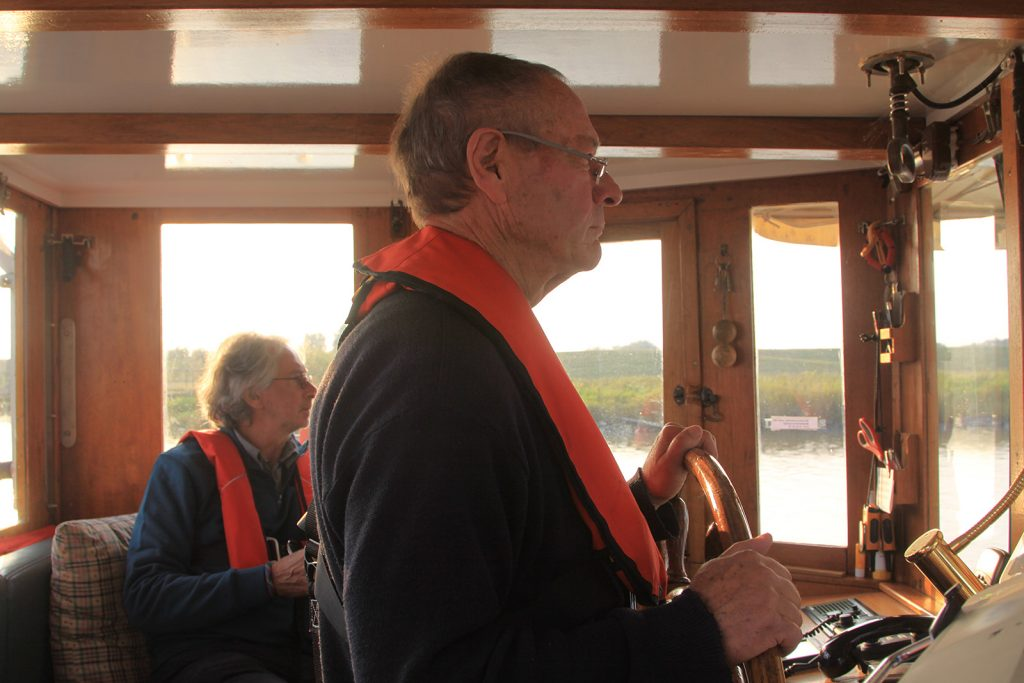 Lotse Bernhard Kiessetz an Bord