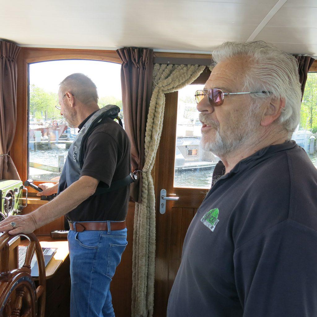 Piet begleitet uns bis zur Schleuse Oostvoorne