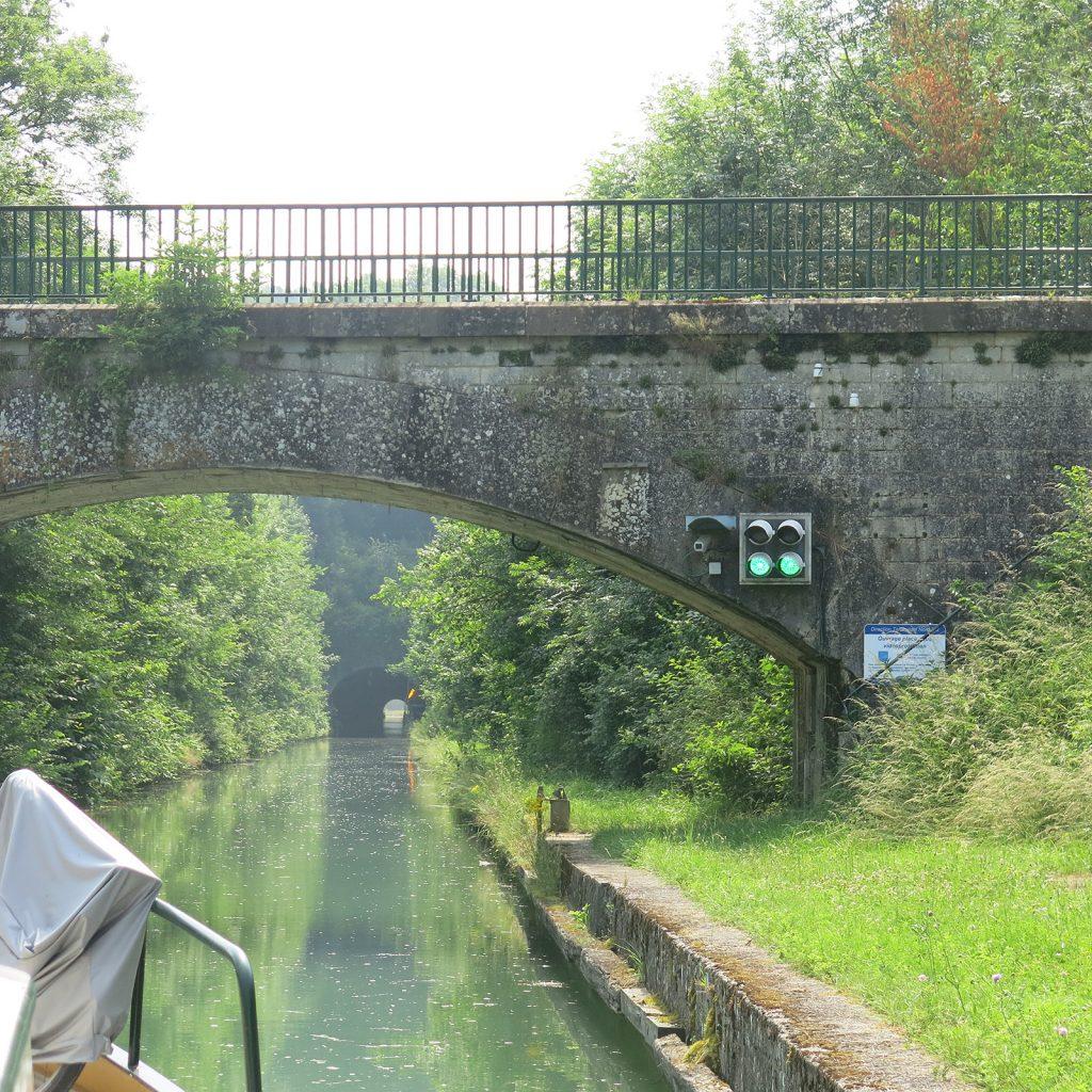Der 866 Meter lange Tunnel von Foug, Wasserscheide zwischen Mass und Mosel