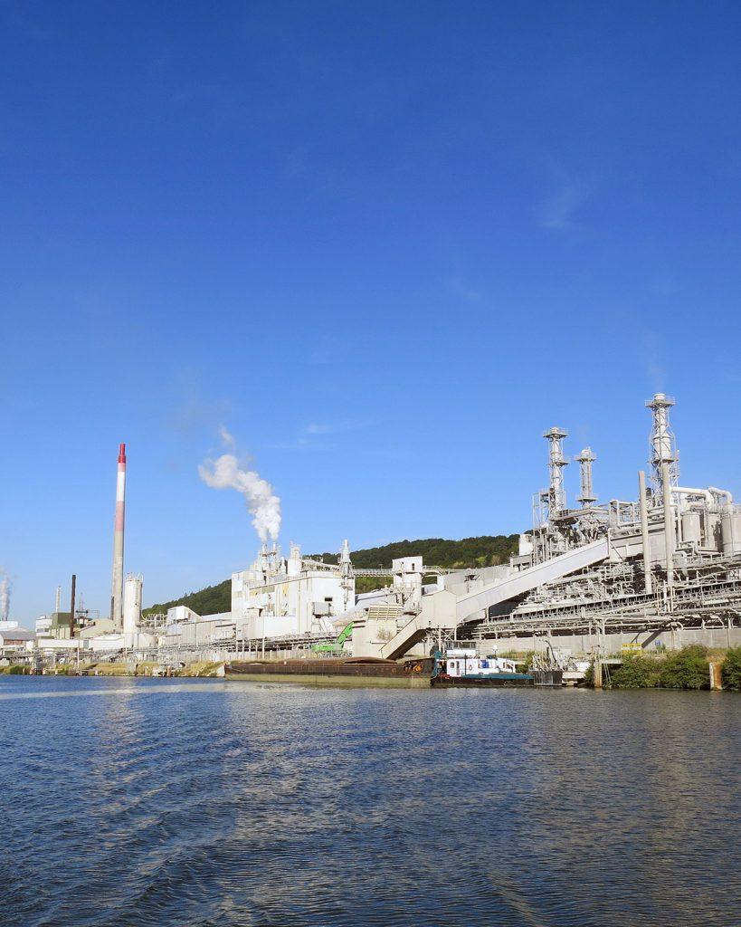 Belgische Maas und Industrie