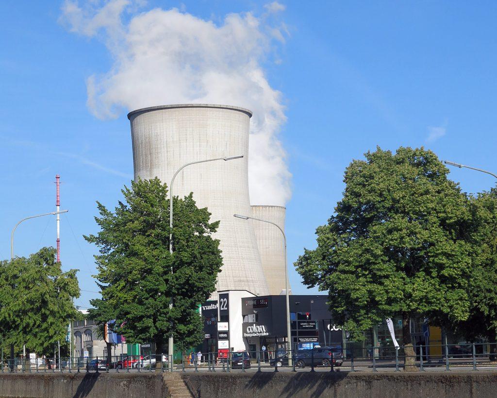 Kernkraftwerk an der belgischen Maas
